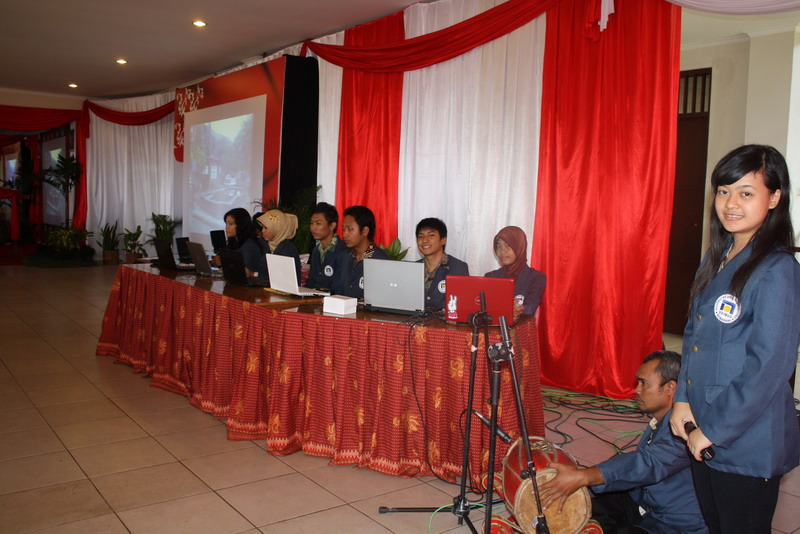 Pembukaan English Camp & SEA Cyber Classroom Salatiga 25 Mei 2010